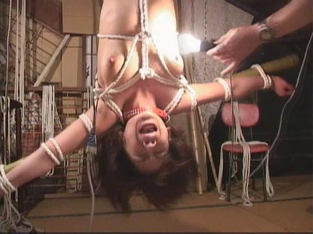 人妻メス奴●9 蝋燭・鞭責め・電流失禁・天井逆さ吊り 画像10