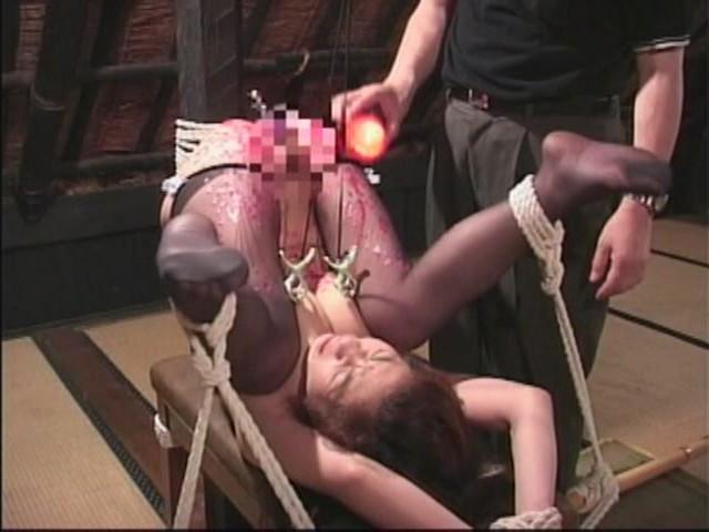 人妻メス奴●9 蝋燭・鞭責め・電流失禁・天井逆さ吊り 画像6