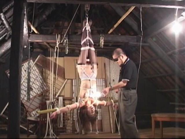 人妻メス奴●9 蝋燭・鞭責め・電流失禁・天井逆さ吊り 画像9