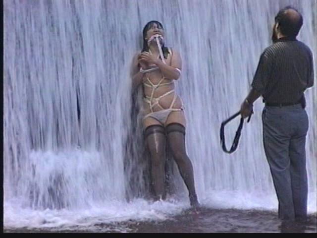 奴●志願妻 鞭打ち・逆さ吊り・吹き矢・水責め 画像14