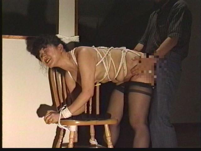 奴●志願妻 鞭打ち・逆さ吊り・吹き矢・水責め 画像16