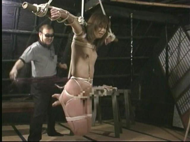奴●志願妻 鞭打ち・逆さ吊り・吹き矢・水責め 画像8