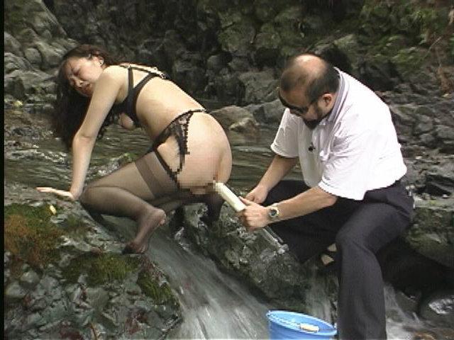 人妻メス奴隷11 野外蝋燭・浣腸・鞭・電流責め 画像2
