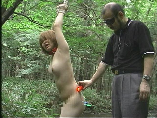 人妻メス奴隷11 野外蝋燭・浣腸・鞭・電流責め 画像20