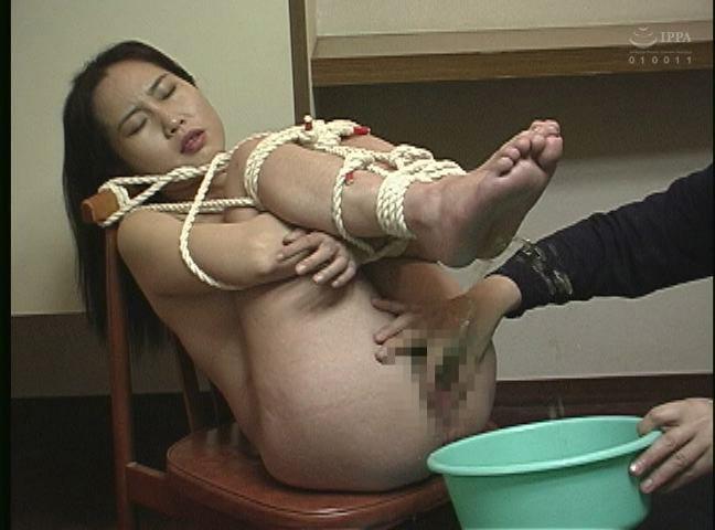緊縛若妻 鞭打ち・浣腸・天井宙吊り責め 画像15
