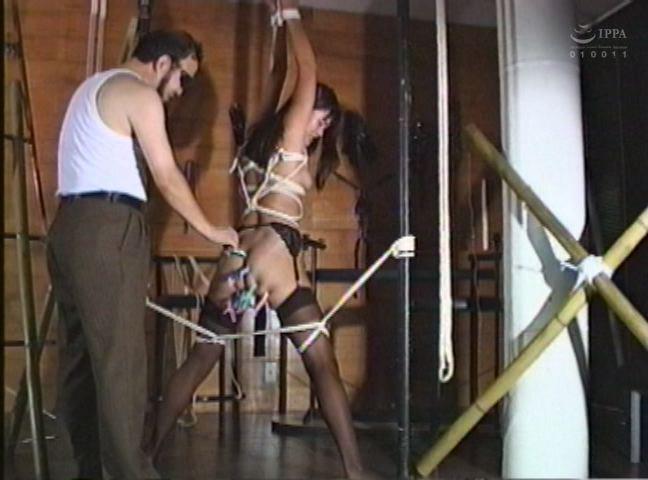 緊縛若妻 鞭打ち・浣腸・天井宙吊り責め 画像3