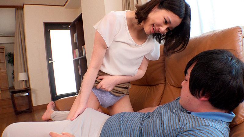 パンチラを堪能しながら乳首舐めで射精したいって欲張りですか?