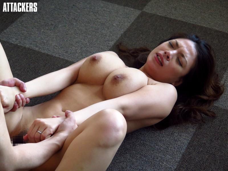 (ヒトヅマムービー)織田真子 社内で部下のオチンチンをしゃぶ込むヒトヅマヒトヅマ