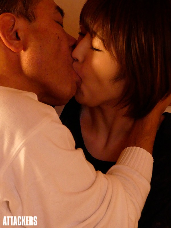 人妻は接吻に堕ちる 許されぬ義父との口づけ 松本菜奈実のサンプル画像