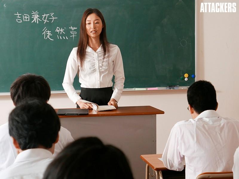 台風の夜、学校に取り残された私は生徒と朝まで二人きり…。 夏目彩春 8枚目