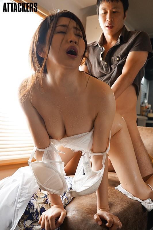 無意識に男を誘ってしまう、汗だく団地妻と夢中でセックスした夏の日。 妃ひかり 画像12