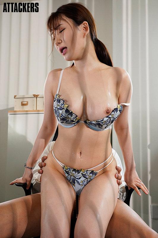 下着メーカーに勤める妻が、ランジェリーモデルをしていたなんて…。 前田桃杏 キャプチャー画像 8枚目