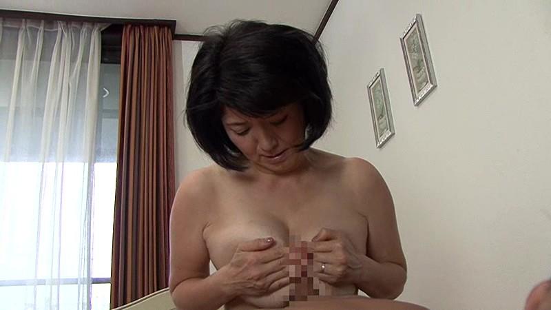 近親相姦 五十路のお母さんに膣中出し 上島美都子