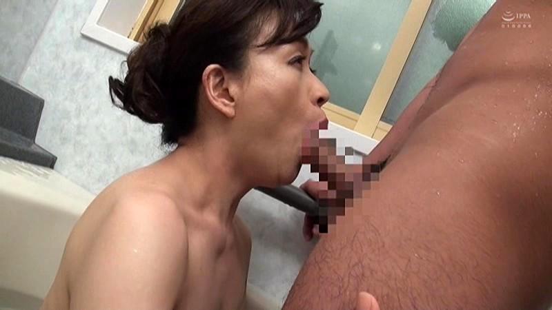 近親相姦 五十路のお母さんに膣中出し 谷口ゆみ キャプチャー画像 11枚目