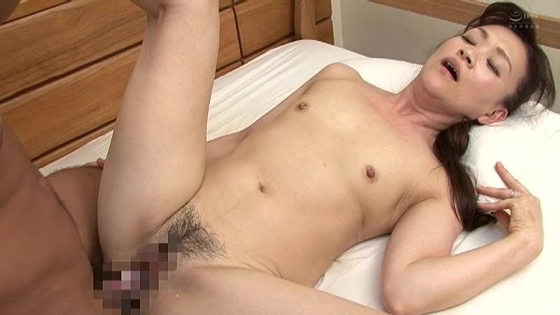 近親相姦 五十路のお母さんに膣中出し 谷口ゆみ キャプチャー画像 20枚目
