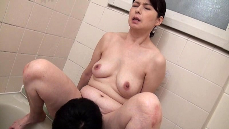 近親相姦 五十路のお母さんに膣中出し 福山いろは 画像11