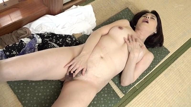 近親相姦 五十路のお母さんに膣中出し 福山いろは 画像2