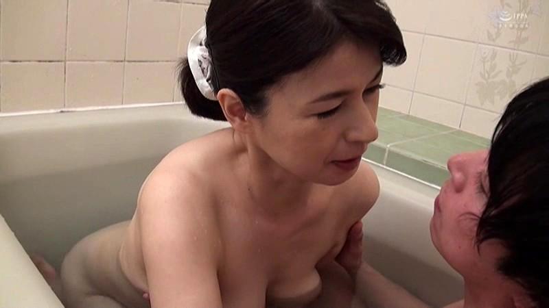 近親相姦 五十路のお母さんに膣中出し 福山いろは 画像9