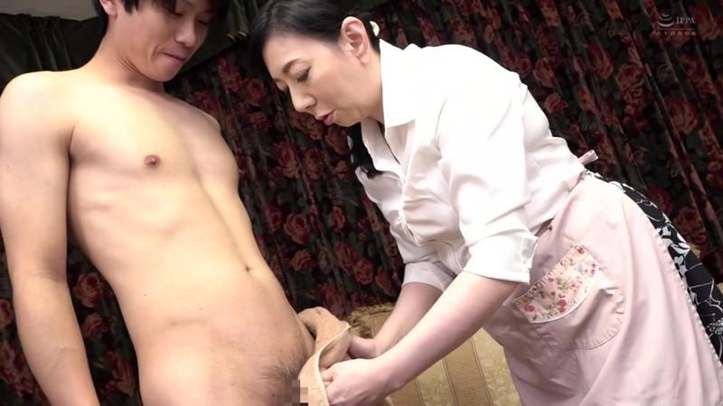 近親相姦 還暦のお母さんに膣中出し 三枝由梨