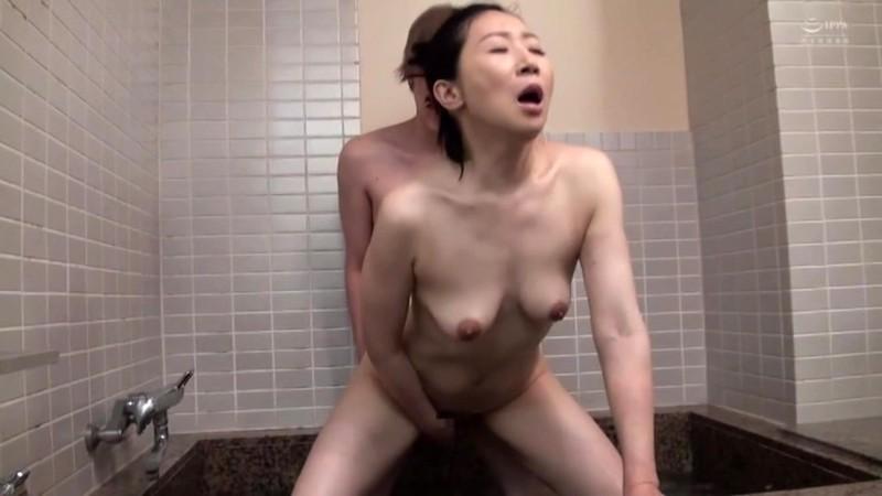 近親相姦 五十路のお母さんに膣中出し 緒方泰子14