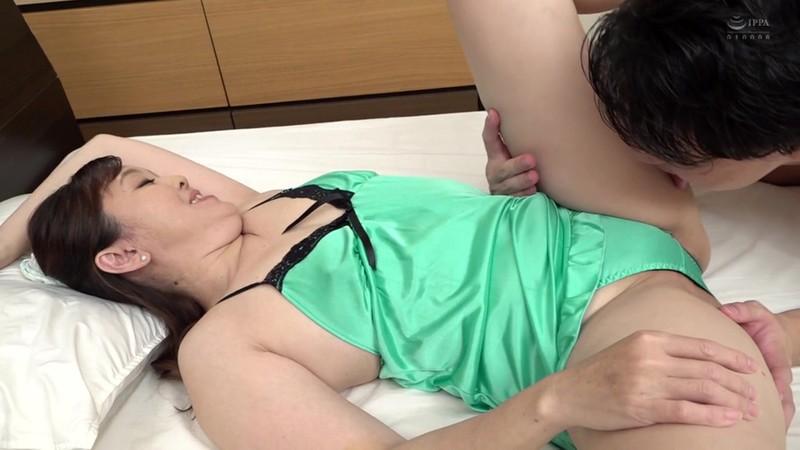 近親相姦 五十路のお母さんに膣中出し 柏木芳恵14