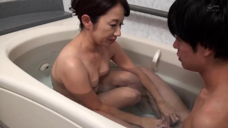 近親相姦 五十路のお母さんに膣中出し 東ゆかり 画像13