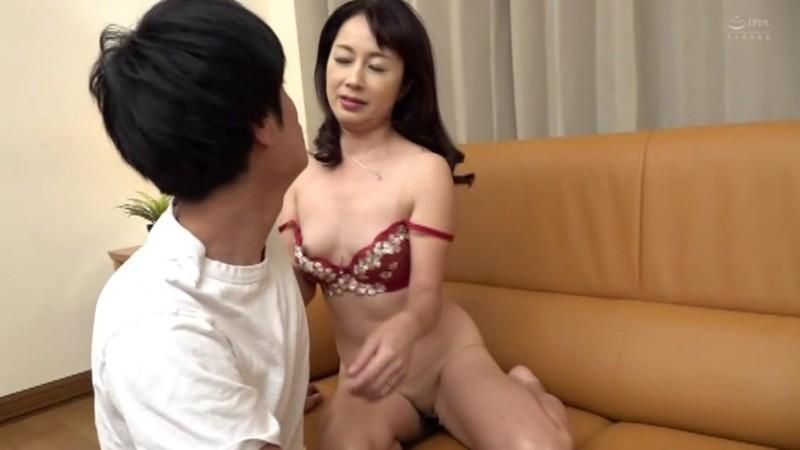 近親相姦 五十路のお母さんに膣中出し 東ゆかり 画像9
