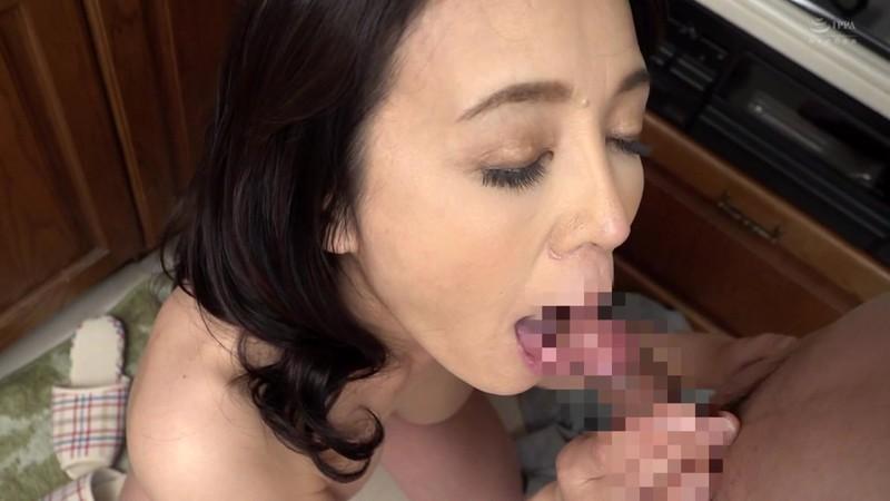 近親相姦 五十路のお母さんに膣中出し 水上由紀恵10