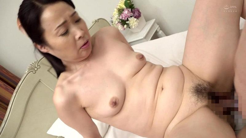 近親相姦 五十路のお母さんに膣中出し 和泉亮子