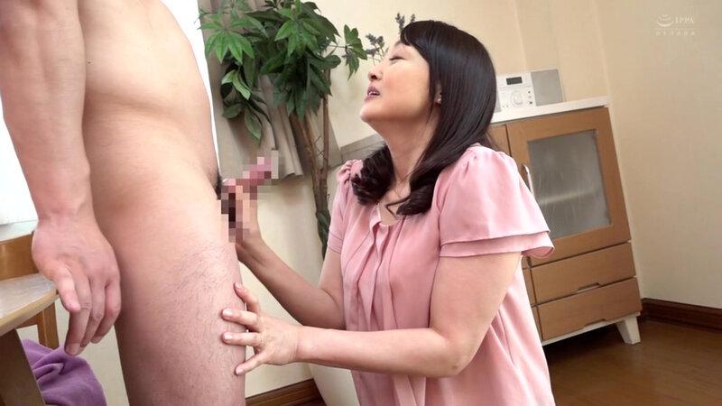 近親相姦 五十路のお母さんに膣中出し 高倉梨奈