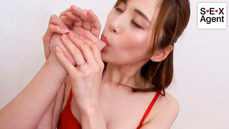 美しき接吻痴女〜旦那とご無沙汰な欲求不満妻がねっとり舐め尽くす濃密接吻プレイ〜 神咲まい 11枚目