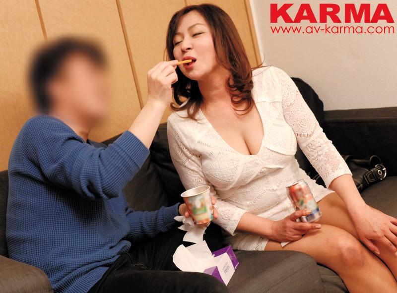 【素人】 イケメン大学生が巨乳熟女を連れ込み盗撮 vol.1 五十路ミセスに中出ししちゃった編 キャプチャー画像 5枚目