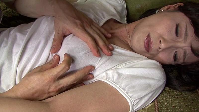 綺麗でいやらしい叔母さんの卑猥なマ○コと舌技に惹かれ寝取る僕 平岡里枝子 画像3
