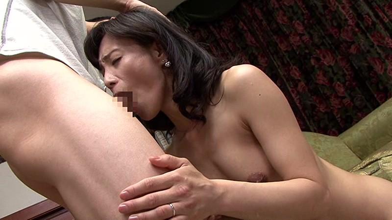 綺麗でいやらしい叔母さんの卑猥なマ○コと舌技に惹かれ寝取る僕 平岡里枝子 画像6