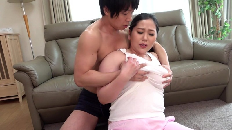 綺麗でいやらしい叔母さんの爆乳で豊満な肉体に埋もれる僕 徳島理子