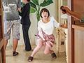 夫婦で高級分譲マンションの内見中に媚薬リモコンバイブを仕込まれたセレブ若妻は夫の横で堪え切れず膝から崩れ落ちるほどの食いしばりイキ!一度帰るも犯されたくて再び戻ってきてしまう。