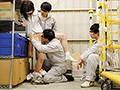 倉庫勤務の地味女子(巨乳・メガネ・色白)は同僚たちからのセクハラに汗だくイキが止まらない!