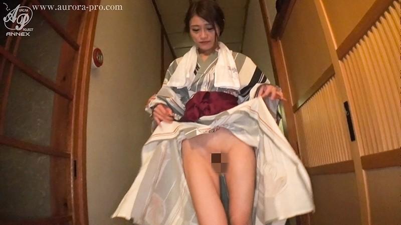 「ビッチな美人OL(広島系)と温泉旅館お籠りハメ撮り 七瀬ひな」のサンプル画像です