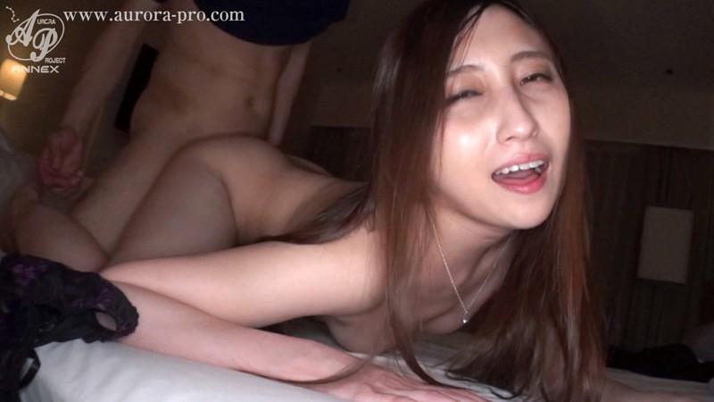 「夫以外の精液が欲しい」膣内射精・不倫SEXに溺れる元キャリア美人セレブ妻 南マナ 8枚目