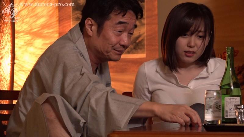 あなたに見られながら輪●されるって興奮します... 極太肉棒で貫かれ、夫の前で堕とされた巨乳美人女将 田中ねね 13枚目