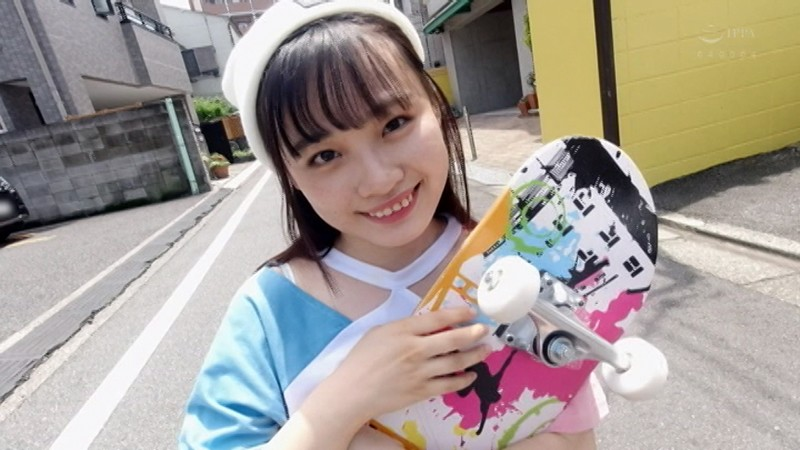 エッチ大好きスケボー女子・うららちゃんの可愛い顔にザーメンぶっかけ!剛毛マ○コに生中出し!!