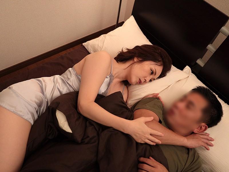 お淑やかなとなりの奥さんが真夜中にスリップ姿で押し掛けて…