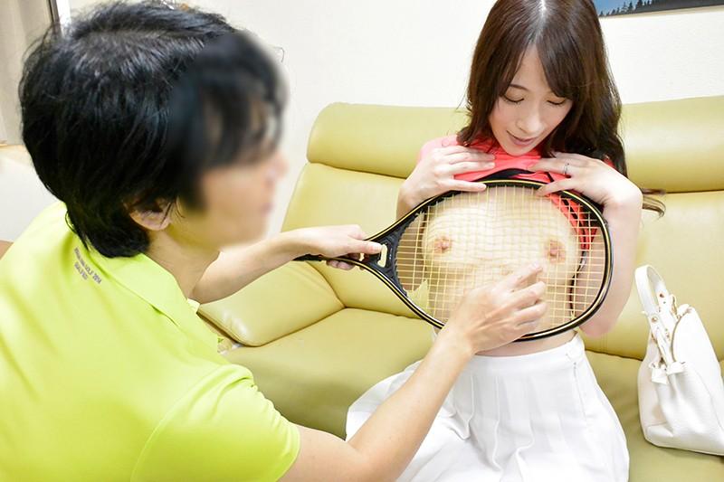 夫の知らない淫らな愛妻 テニスサークルのコーチを連れ込んでヤリまくっているようなんです…。 橋本れいか キャプチャー画像 1枚目