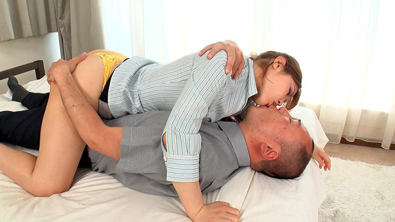 唾液をたっぷり飲ませてココロの治療をする接吻心理療法士・新村あかり先生のお仕事 17枚目