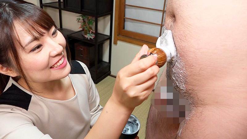 ち○ぽと睾丸をつるつるに剃毛してからたっぷりおしゃぶりしてくれるお姉さんのお仕事 画像14
