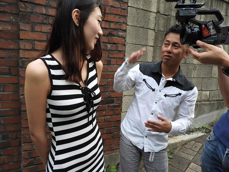 スタイルの良さが際立つ!ラッシュガードを着た韓国娘をナンパして即AVデビュー!! 5枚目