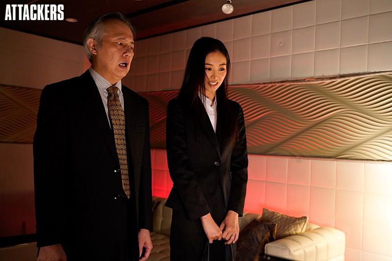 終電逃して上司とラブホテルで一夜を明かした日…。 夏目彩春 2枚目