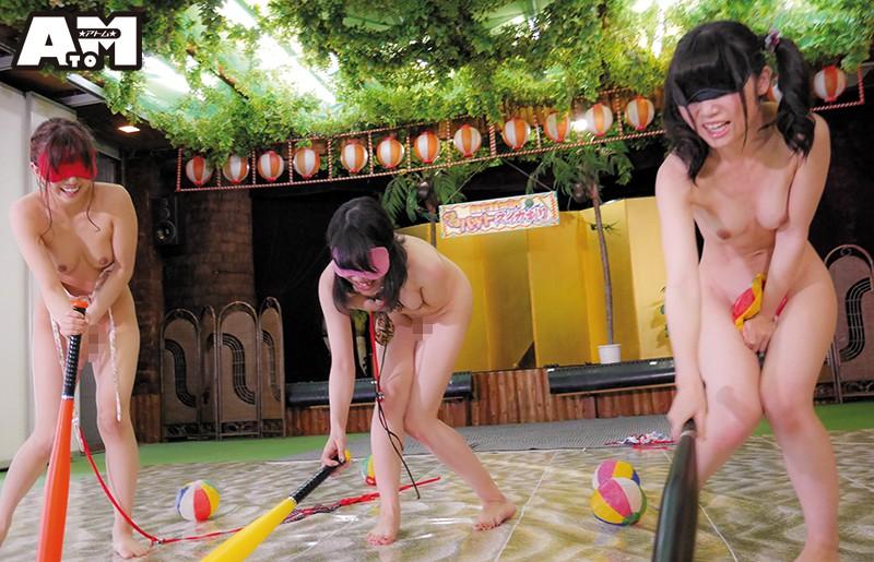 ポロリ全開!マンチラ必至!ビーチで見つけたビキニ娘限定!ビキニの紐が解けて脱げたらアウト!ぐるぐるバットスイカ割りゲーム 1枚目