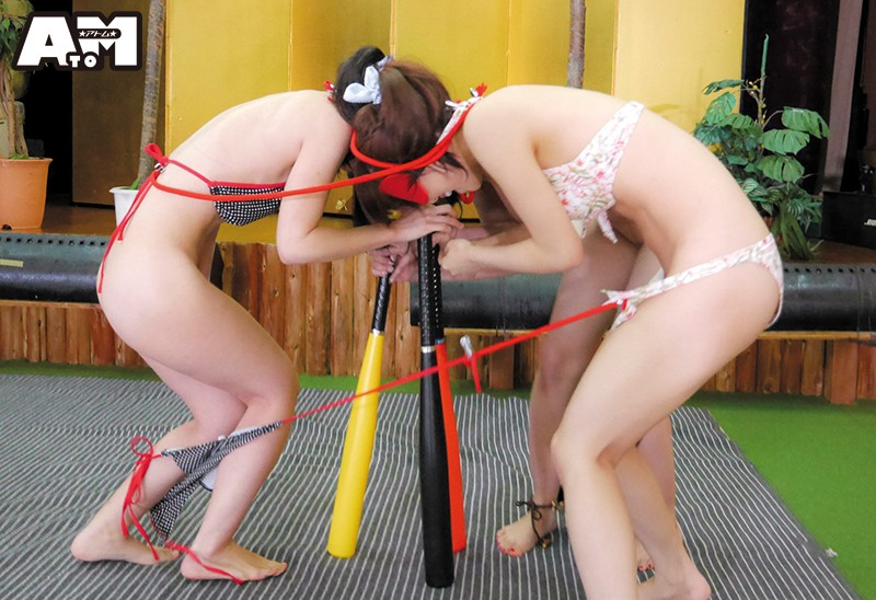 ポロリ全開!マンチラ必至!ビーチで見つけたビキニ娘限定!ビキニの紐が解けて脱げたらアウト!ぐるぐるバットスイカ割りゲーム 3枚目
