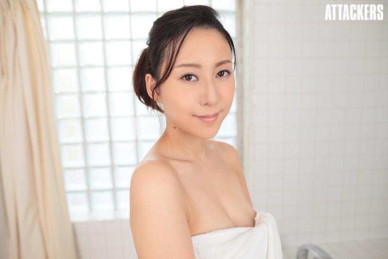 【VR】風呂場に閉じ込められて女上司と二人っきり!寒いので湯船に一緒に浸かっていたら我慢できずに朝まで犯しまくった一部始終! 松下紗栄子 3